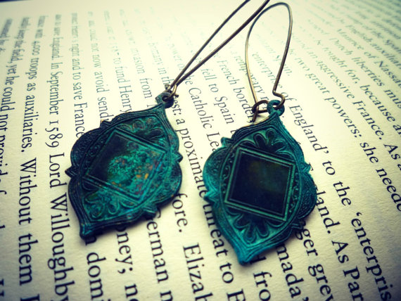 Bohemian earrings in Verdigris Patina. Kidney ear wire in brass. Bohemian Jewelry. Arabian Medallions. Green patina.